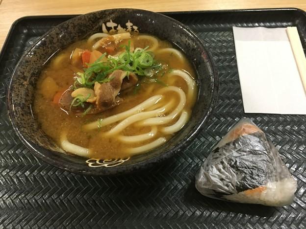 Photos: 豚汁うどん+おにぎり