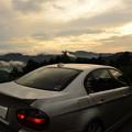 写真: 朝焼けの雲海と愛車