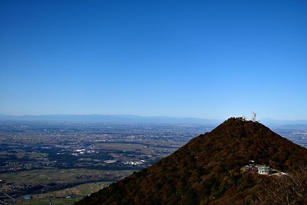 Photos: 筑波山 女体山から見える男体山と筑西の野