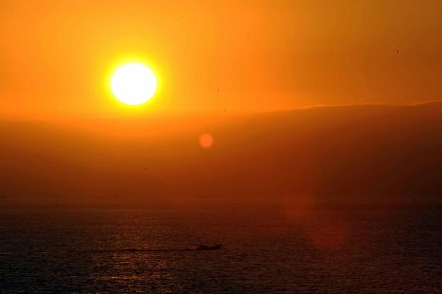 Photos: 07 太陽と漁船