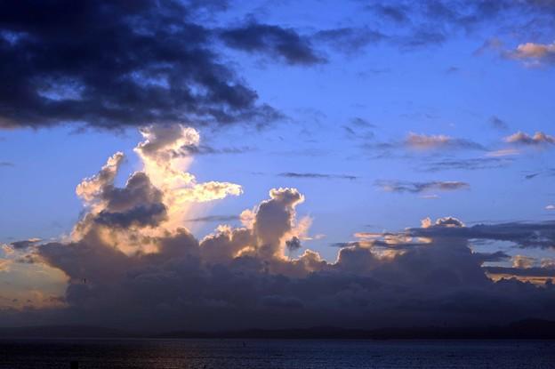 44 白、黒、グレー色雲