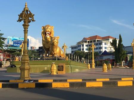 金のライオン象