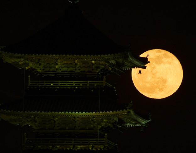 Photos: 満月と風鐸