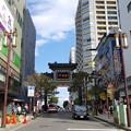 写真: 朝陽門から中華街へ