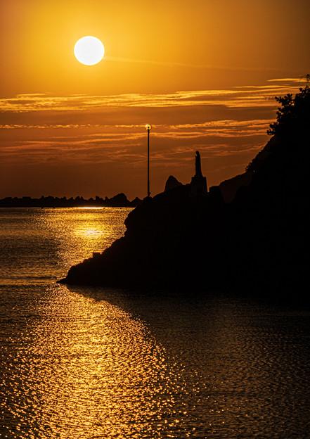 マリア像と夕陽