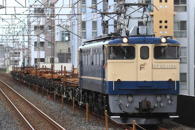 Photos: 工9563レ EF65 1104+チキ