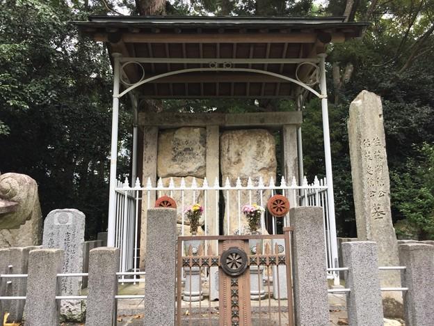 佐藤嗣信・忠信の墓