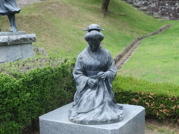 Photos: 母の像