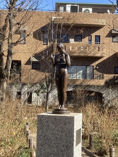 齋藤素巌(そがん)のブロンズ作品「少女立像」