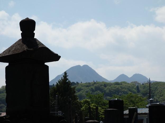 写真: 真光寺からの榛名山 (群馬県渋川市渋川)