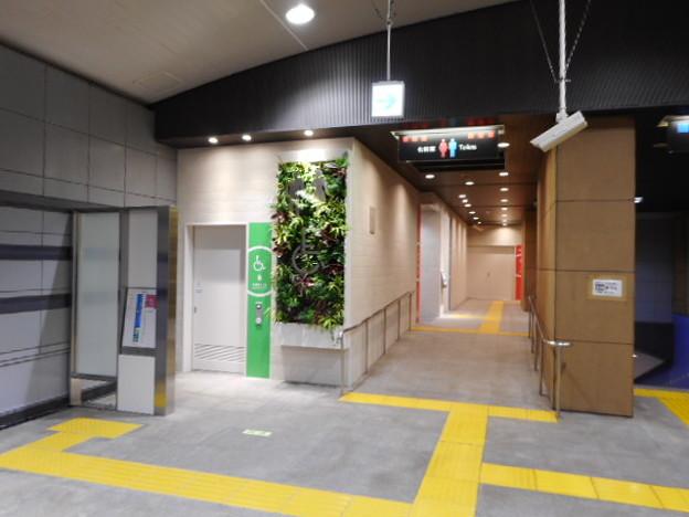 051りんかい線天王洲アイル駅トイレ外観