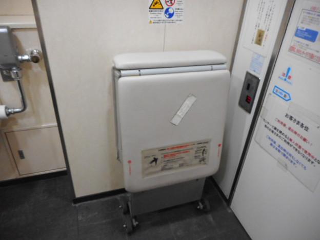 27-11 小田急町田駅トイレ(01-08)