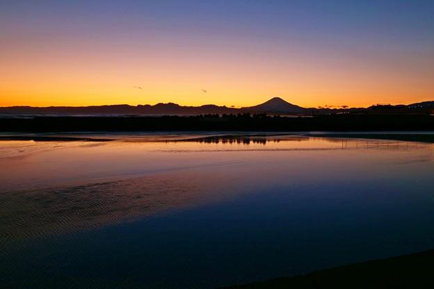 夕暮れの引地川河口。