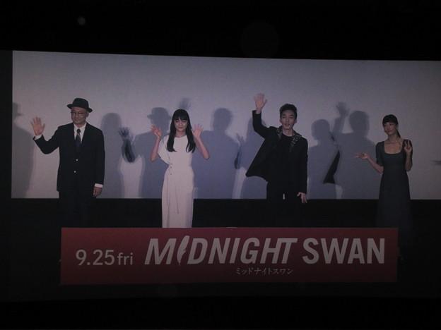 2020-09-27-ミッドナイトスワン舞台挨拶-新宿中継-撮影OKタイム-01