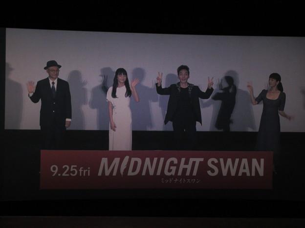 Photos: 2020-09-27-ミッドナイトスワン舞台挨拶-新宿中継-撮影OKタイム-02