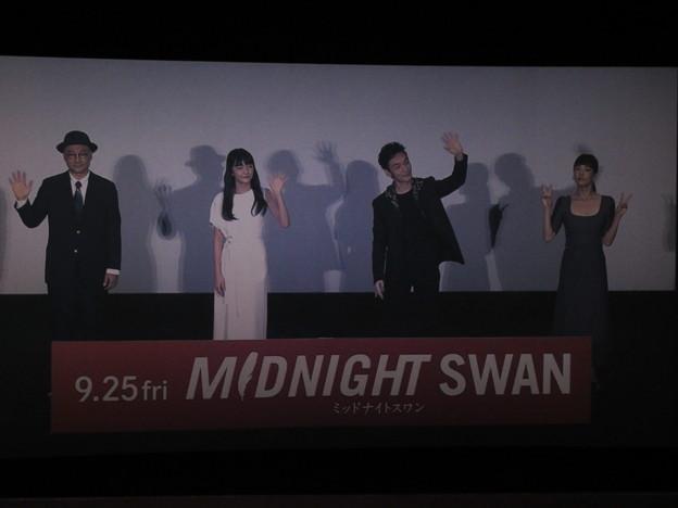 Photos: 2020-09-27-ミッドナイトスワン舞台挨拶-新宿中継-撮影OKタイム-03