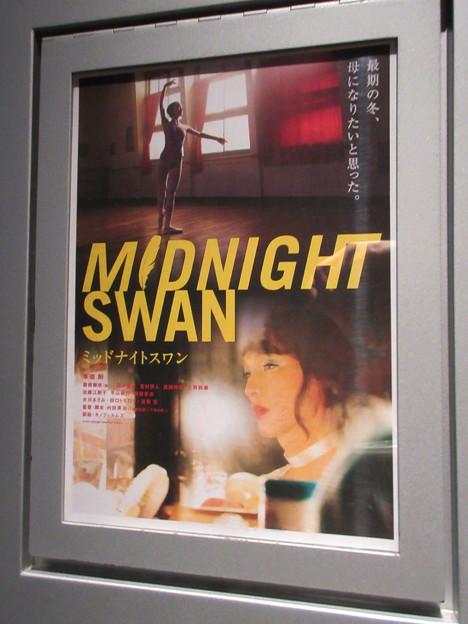 2020-11-29-ミッドナイトスワン-舞台挨拶-ポスター