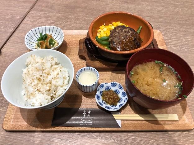 塩麹で旨味引きだすハンバーグお膳 ますきち MASUYA KITCHEN 広島市中区基町 広島バスセンター バスマチフードホール