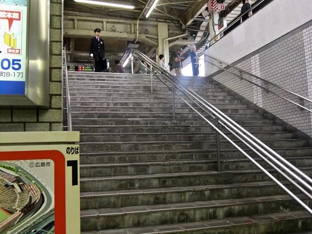 広島駅 在来線1番ホーム 階段 地下道 広島市南区松原町 2011年11月6日