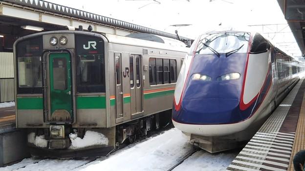 つばさと701系の列車交換  村山にて 2019年撮り始め
