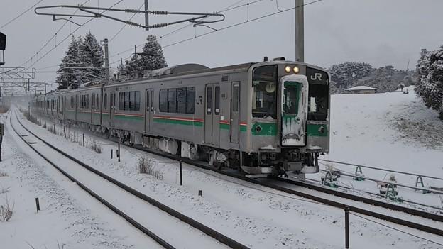 雪の701系 国府多賀城にて