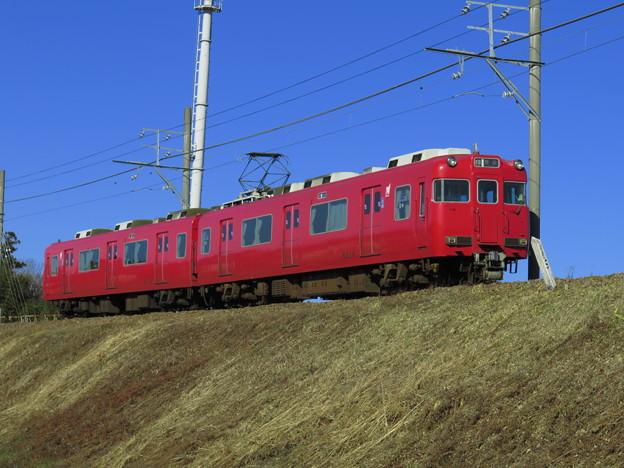 窓開かぬ赤い電車は三河線