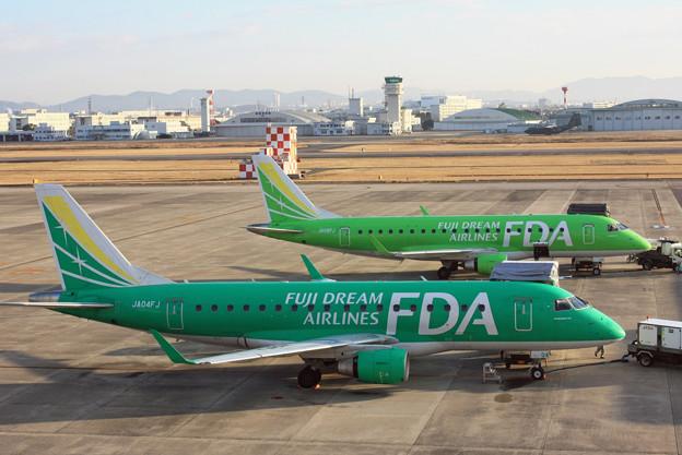 フジドリームエアラインズ ERJ-175 JA04FJとJA08FJ IMG_8491_2