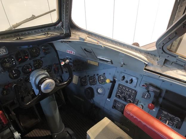 YS-11 52-1152 コックピット 右席(副操縦士席) IMG_2043