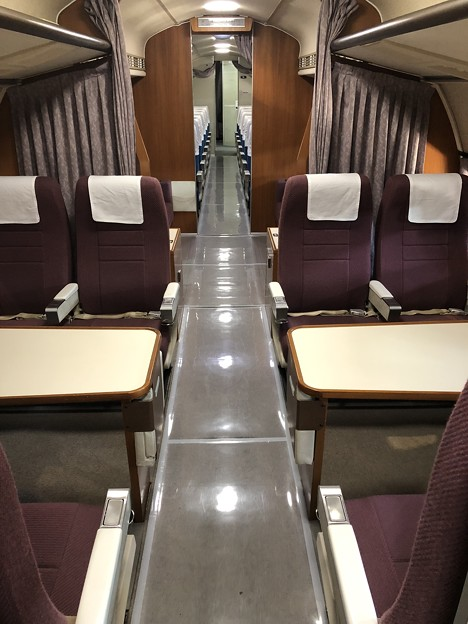 航空自衛隊 第3輸送航空隊 YS-11 52-1152 機内 VIP席から後方ビュー IMG_2163