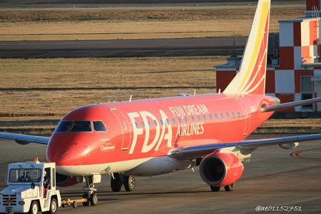 FDA フジドリームエアラインズ ERJ-170 JA01FJ ドリームレッド 県営名古屋空港にて   IMG_8130_3
