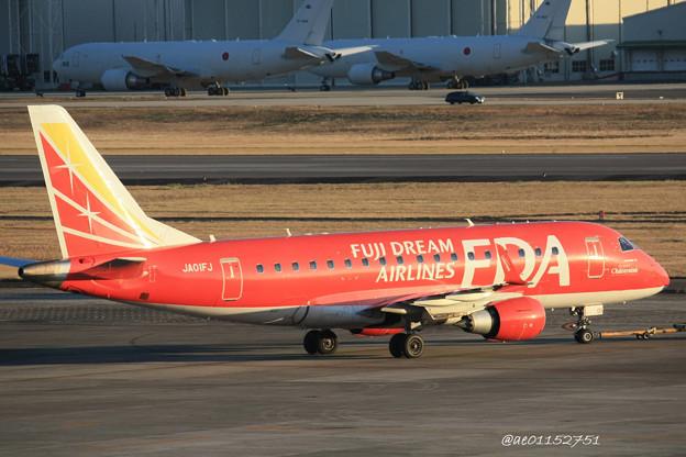 FDA フジドリームエアラインズ ERJ-170 JA01FJ ドリームレッド 県営名古屋空港にて  IMG_8127_3