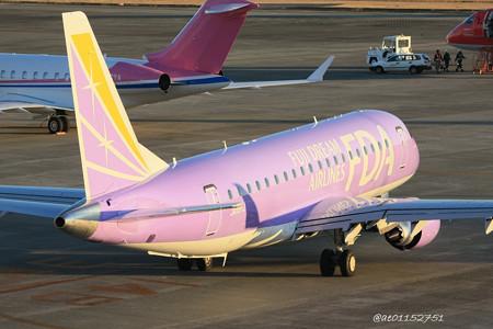 FDA フジドリームエアラインズ ERJ-175 JA16FJ バイオレット 県営名古屋空港にて  IMG_8107_3