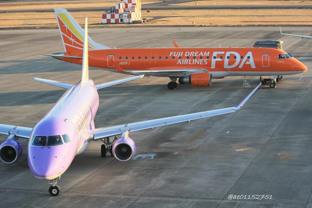 Photos: FDA フジドリームエアラインズ ERJ-175 JA16FJ バイオレット&JA05FJ オレンジ 県営名古屋空港にて  IMG_8103_3
