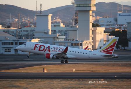 FDA フジドリームエアラインズ ERJ-175 JA12FJ ホワイト 県営名古屋空港にて  IMG_8086_3
