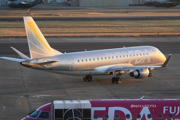 FDA フジドリームエアラインズ ERJ-175 JA10FJ シルバー 県営名古屋空港にて  IMG_8075_3