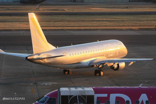 FDA フジドリームエアラインズ ERJ-175 JA10FJ シルバー 県営名古屋空港にて  IMG_8074_3