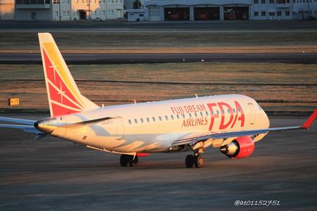 FDA フジドリームエアラインズ ERJ-175 JA12FJ 県営名古屋空港にて IMG_8070_3