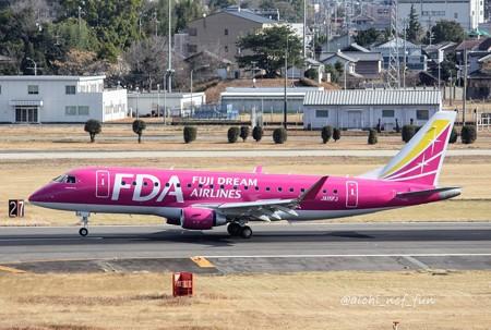 FDA フジドリームエアラインズ ERJ-175 JA15FJ ローズピンク IMG_8318_3