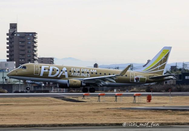Photos: FDA フジドリームエアラインズ JA09FJ ゴールド ERJ-175 IMG_8549_3