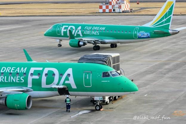 Photos: FDA フジドリームエアラインズ JA11FJ グリーン ERJ-175(奥)とJA04FJ グリーン(手前)  IMG_8531_3