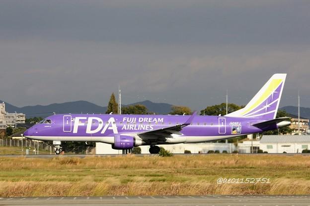 FDA フジドリームエアラインズ JA06FJ ERJ-175 パープル IMG_6445_3