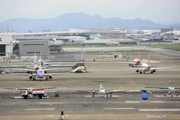 あいち航空ミュージアム屋上から県営名古屋空港駐機スポットを見る IMG_9606_3
