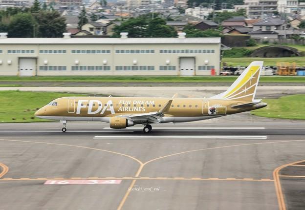 FDA フジドリームエアラインズ JA09FJ ゴールド ERJ-175 IMG_0335_3