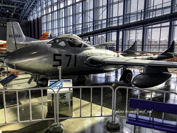 デハビラント DH115 バンパイア Mk.55練習機 @エアーパーク IMG_8601-3
