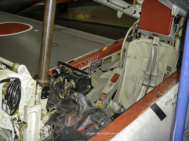 T-33練習機 飛行開発実験団 61-5221 後席 コックピット 射出座席 DSC00133-3