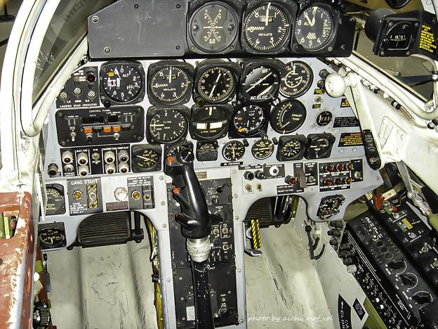 T-33練習機 飛行開発実験団 61-5221 前席 コックピット DSC00127-3