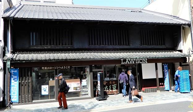 奈良・三条通りのローソン