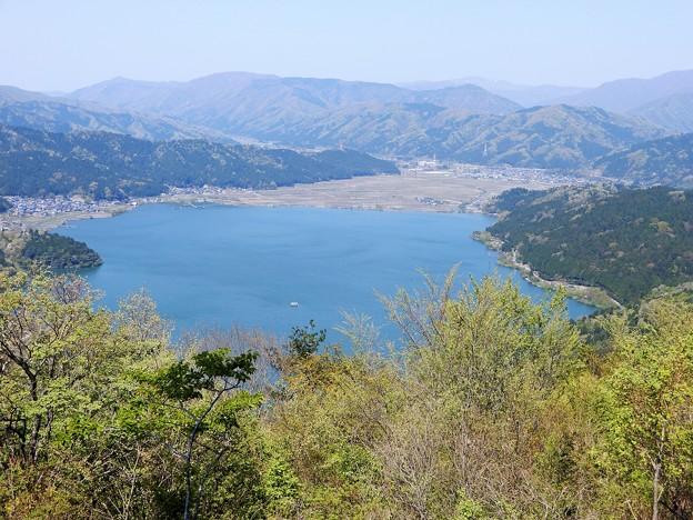 679賤ケ岳山頂から余呉湖を望む (1)
