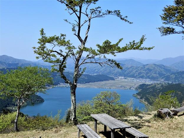 679賤ケ岳山頂から余呉湖を望む (2)