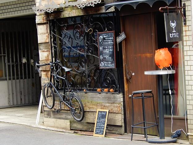 自転車のディスプレイがあるバー
